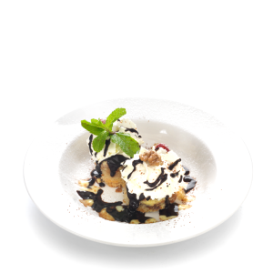 'Somlói' gnocchi (sponge cake with raisins, walnuts, chocolate sauce and whipped cream)